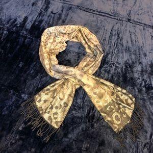 Cheetah print scarf. Polyester/Metallic